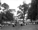 Riverside Park shelterhouse, view of grounds and people relaxing, 1906 (Bass #7180)